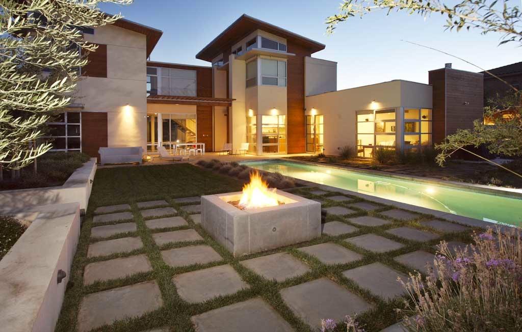 Modern Fire Pit Design