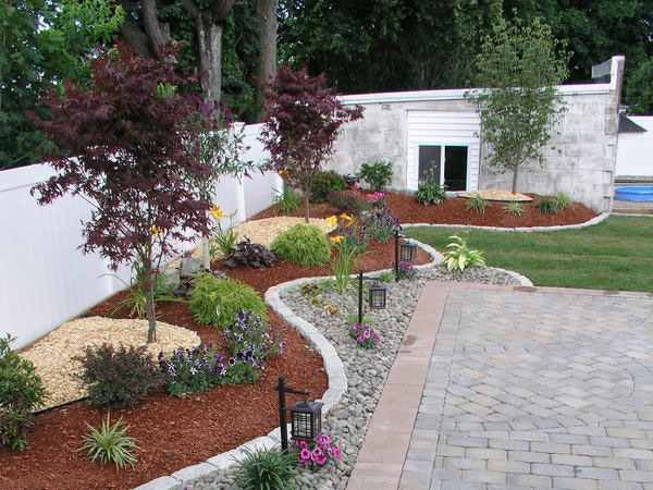 Alluring Small Front Yard Landscaping Ideas