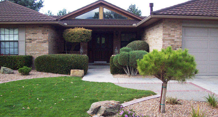 Large Xeriscape Front Yard