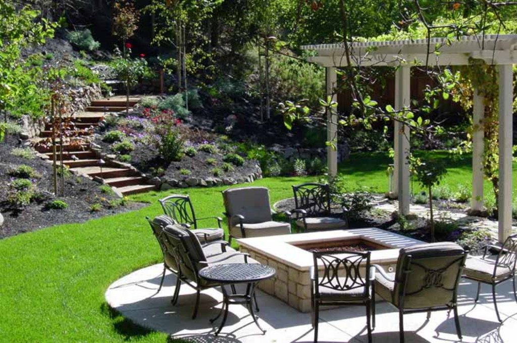 Unique Small Courtyard Landscaping Ideas