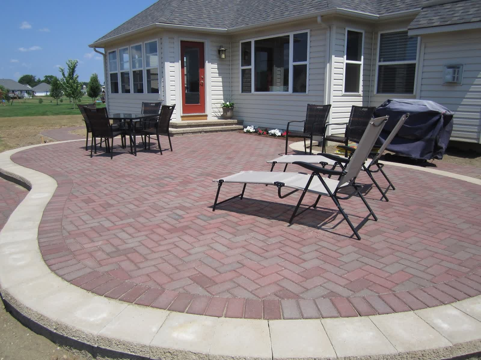 Build Contended And Stunning Patio And Pathways With Best Brick