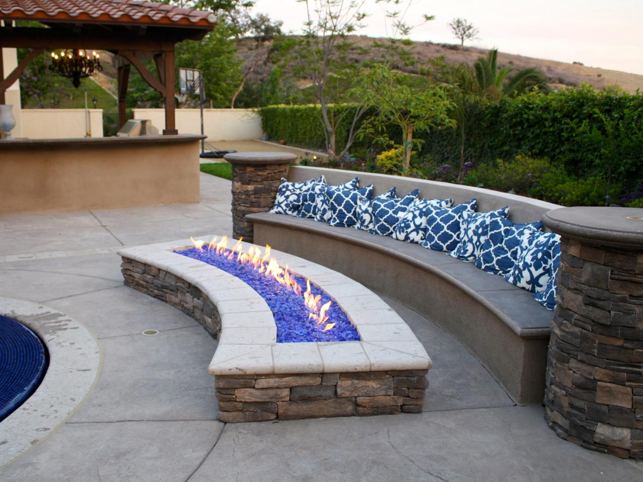 Outdoor Stone Fire Pit Design
