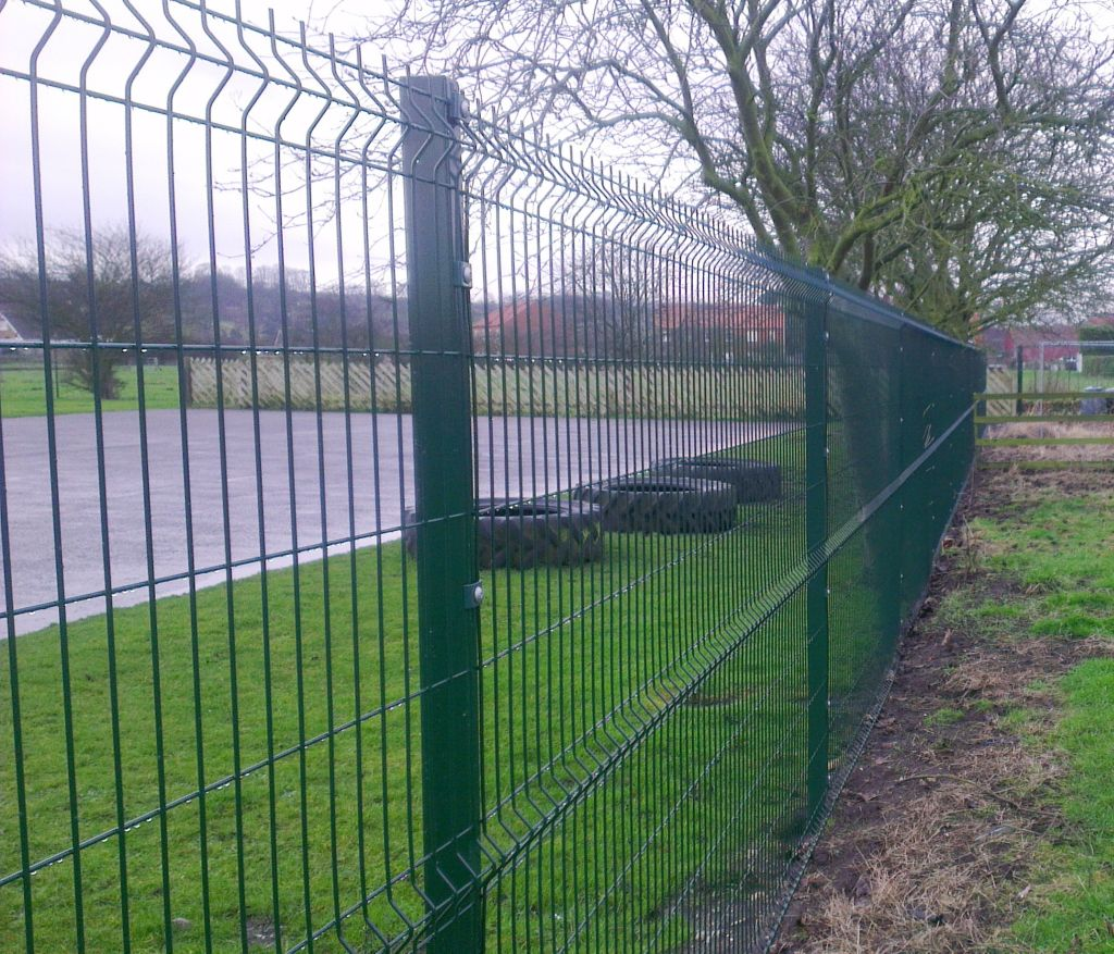 Mesh Fencing Attractive