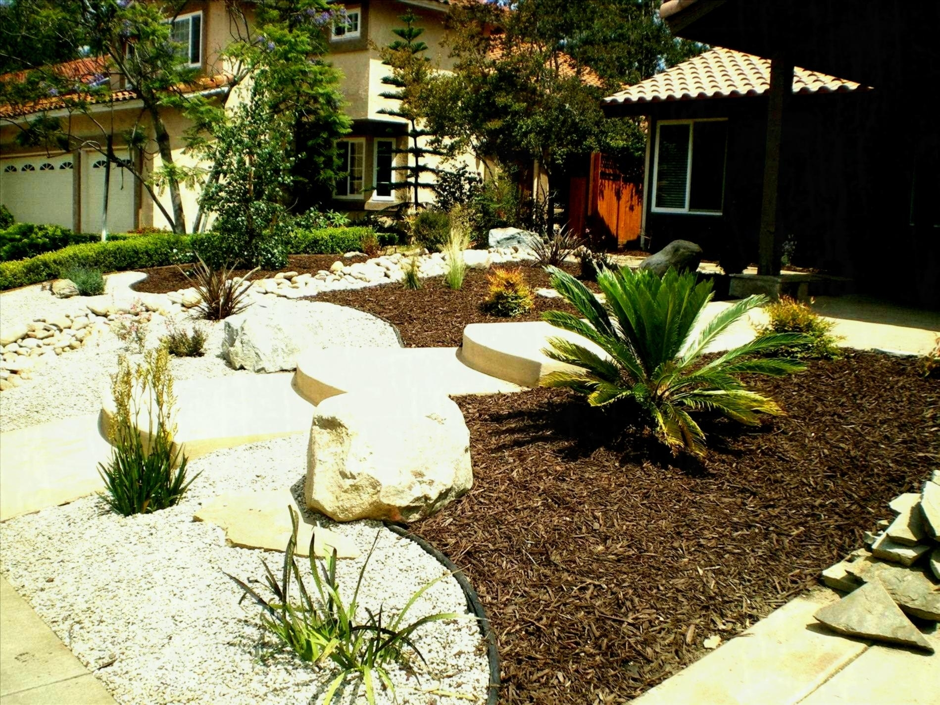 Cheap Low Maintenance Landscaping Ideas : Rickyhil Outdoor ...